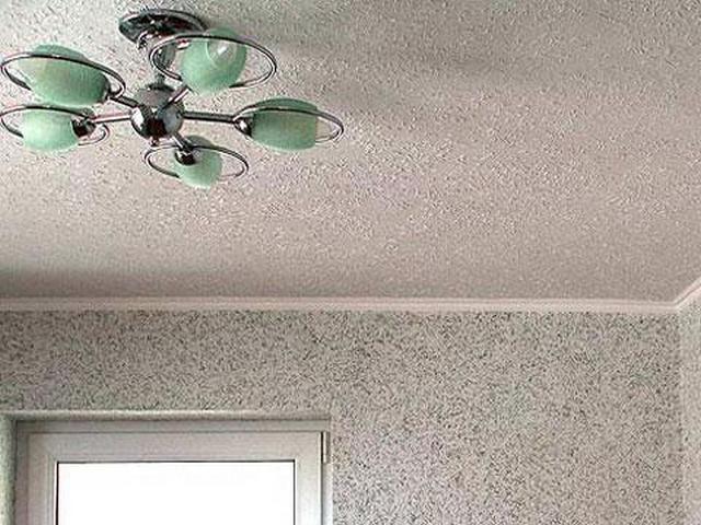 Поклейка обоев на потолок своими руками