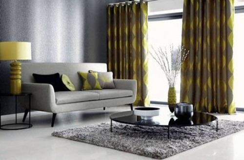 Желтые шторы с серыми обоями